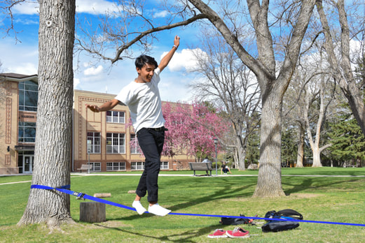 international student slack line